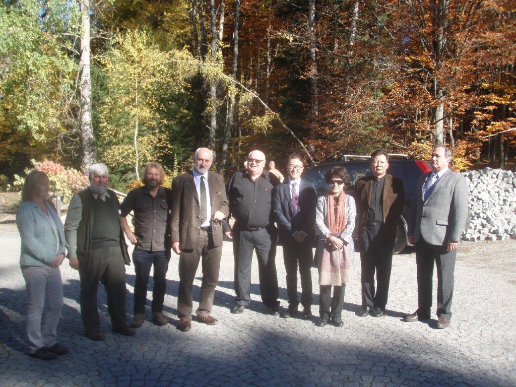 Ve dnech 14. a 15. 10. 2017 se V-studio účastnilo tradičního již 21. setkání s velvyslankyní ČLDR v krásném prostředí Národního parku Šumava.